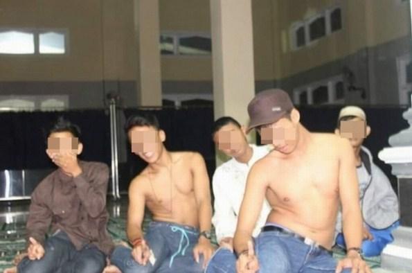 SubhanAllah, Lima Pemuda Ini Bikin Ulah Lagi Masjid