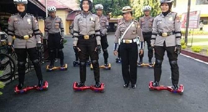 Polisi-Polisi Cantik Siap Meluncur