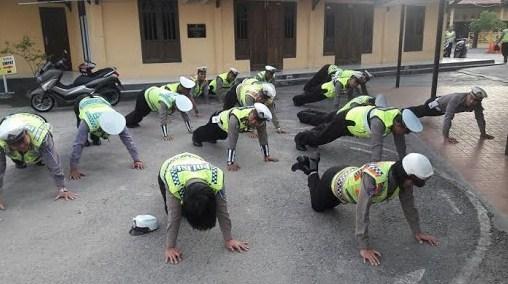 Alhamdulillah, Kapolres Aceh Tenggara Hukum Push Up Anggotanya yang Tak Hafal Al-Quran