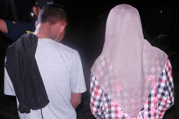 Mesum di Semak-semak, Pasangan ABG Tertangkap Melorotkan Celana