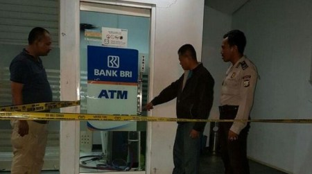 Anggota Polisi Polda Metro Jaya dan Siswa SMA Nekat Bobol ATM BRI