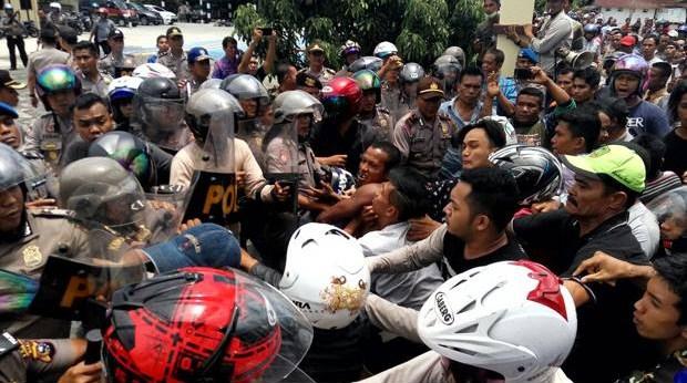 Diduga Main Hakim Sendiri Penyebab Polres Meranti Diserang Warga