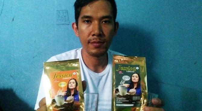 Dagang Es Krim Tak Laku, Pria Ini Nekat Jual Kopi Jessica
